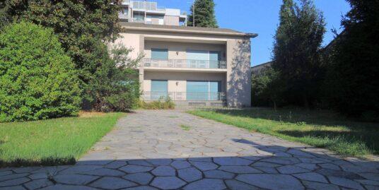 Villa con parco Gallarate centro.