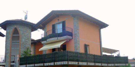 Appartamento su due livelli con terrazzo Somma Lombardo